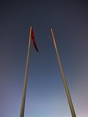 Poles (Hkan Dahlstrm) Tags: blue sky azul blauw sweden blu flag himmel pole bleu ciel cielo sverige poles blau lucht helsingborg bl flagga