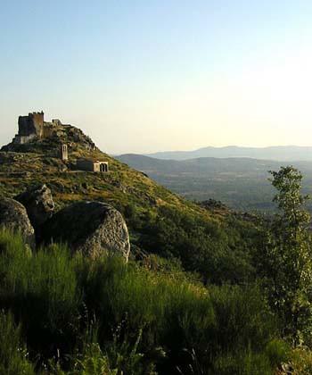 Vistas castillo de Trevejo, Sierra de Gata, Cáceres, Extremadura.