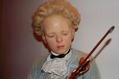 Wolfgang Amadeus Mozart (10136) (Thomas Becker) Tags: madame tussaud celebrity london geotagged museu statues muse celebrities wax museo bakerstreet figuras muzeum cera tussauds madametussauds waxfigure waxwork waxworks cire wolfgangamadeusmozart wachs panoptikum cere mmetussauds musedecire wachsfigur wachsfiguren museodecera mmetussaud wachsfigurenkabinett museudecera museodellecere muziejus geo:lon=0155118 london042007 vaxmuseum geo:lat=51522757 gabinetfigurwoskowych woskowe vakofigrmuziejus vako