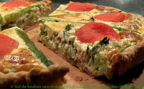 Quiche met groene asperges en tomaten