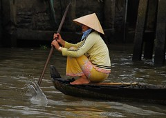 To market (amirjina) Tags: woman water hat bravo asia delta can vietnam amir oar splash vis mekong jina conical tho  aplusphoto  amirjina  gettysub2
