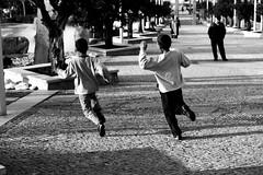 hUMAn - Os Putos (RiCArdO JorGe FidALGo) Tags: portugal pb oeiras soe parquedospoetas blueribbonwinner mywinners abigfave canoneos400ddigital anawesomeshot impressedbeauty superbmasterpiece diamondclassphotographer flickrdiamond fidalgo72 ysplix excellentphotographerawards theunforgettablepictures betterthangood theperfectphotographer ricardofidalgo ricardofidalgoakafidalgo72