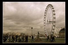 and day after day the wheel was reinvented (Toni F.) Tags: uk bridge england people london wheel thames river cloudy snowy overcast londoneye rainy londres chilly westminsterbridge tmesis poorlight reinventingthewheel supershot nosunshine nothingnewunderthesun tonif