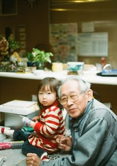 Kotoha+Granpa(GreatGranpa4her) (YukiAsh) Tags: kotoha baby olympus pen film half