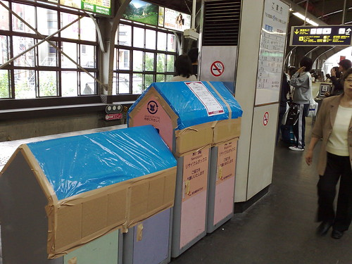 Dust Bins at Hankyu San-no-miya Station Sealed Because of G8