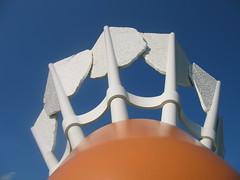 Giant Cock (awynhaus) Tags: sculpture sculpturegarden shuttlecock nelsonatkinsmuseum kansascitymo audraandstephanieanniversarytrip