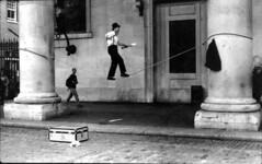 Covent Garden (laura_giornobalordo) Tags: london coventgarden londra funambolo artistadistrada bnvitadistrada sfidephotoamatori