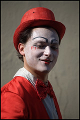 Fotografia in libert 1 (Outlaw Pete 65) Tags: red white black hat portraits fly nikon italia circo circus clown workshop rosso ritratti brescia bianco lombardia nero mosca cappello nital d90 vigasio nikkor55200 nikond90 mygearandme