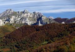 Peloo y Vegabao (jtsoft) Tags: mountains landscape asturias olympus otoo ponga picosdeeuropa e510 zd40150mm bedules jtsoftorg