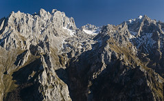 Dobresengros (jtsoft) Tags: mountains landscape cares asturias olympus len trea picosdeeuropa e510 cabrales valden torrecerredo zd50200mm can jtsoftorg picoloscabrones