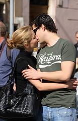 Love is in the air (Mazda6 (Tor)) Tags: people italy rome cute love kiss couple flirt tshirt honduras romantic