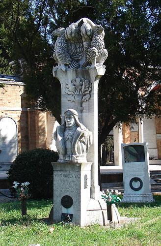 Изготовление памятников в новгороде это щелочь гранитные памятники с крестом из карелии