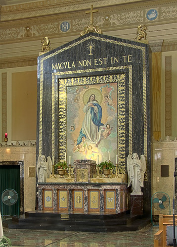 Cathedral of the Immaculate Conception, in Springfield, Illinois, USA - altar 2.jpg