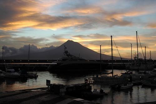 Marina da Horta com Ilha do Pico ao fundo-Açores