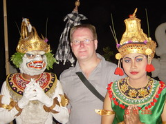Leo With Kecak dancers - Uluwatu - Bali - Indonesia (Leo Roubos) Tags: sea bali cliff indonesia temple coast dance dancers leo traditional uluwatu players indonesian balinese kecak hanoman roubos