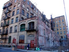475 Kent Ave (from Berry) (justiNYC) Tags: building brooklyn warehouse williamsburg 475kent