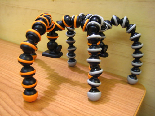 The original Joby Gorillapod vs. the cheap imitation