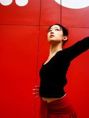 Gaze around your life (melancholik) Tags: red look rouge dance rojo ballerina vermell satoko redprayer