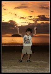 Sunset Intruder! (Dolly MJ) Tags: sunset sky sun color beach kotakinabalu hayden redsky kk tanjungaru beautifulsunset colorfulclouds kotakinabalusunset sabahsunset borneosunset beautifulkk