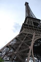 Tour Eiffel Jour - 70 (Stephy's In Paris) Tags: paris france tower monument nikon torre tour monumento eiffeltower eiffel toureiffel torreeiffel champdemars 75007 francia stephy gustaveeiffel paris7 damedefer d80 nikond80 monumentofparis monumentdeparis stephyinparis paris7me paris7mearrondissement parisviime