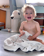 Karel na z'n badje! ( - s  ) Tags: boy happy bath child bad towel kind laugh lachen karel handdoek blij