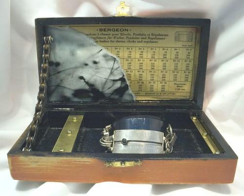 Bracelet in box, Open