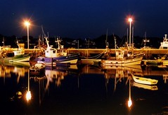 la Trinit-sur-Mer (flo74.) Tags: sea mer film night port ship harbour bretagne bateaux scanned nuit pellicule trinitsurmer bcomme tcomme