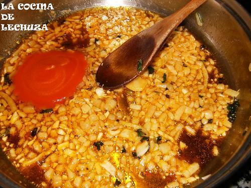 Castañeta en salsa-sofrito tomate