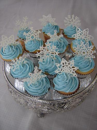 snowflake cupcakes 005