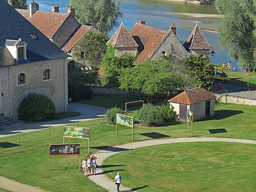 Apremont-sur-Allier vu par les remparts du Château