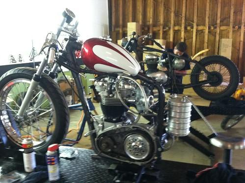 kyle_malinky_1967_bonneville_salt_flats_race_bike_  dissassembly_2