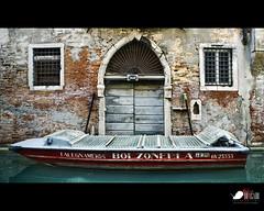 Waiting... (Javier Bragado) Tags: door travel venice italy ladrillo canon vintage pared canal puerta barca italia viejo venecia markii decadente canon5dmarkii javierbragado