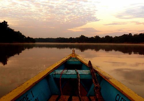 AMANECER EN EL RÍO AMAZONAS 2/ SUNRISE IN AMAZON RIVER 2