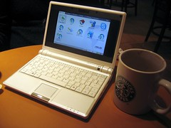 Asus EEE PC at Starbucks