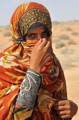 first look (luca.gargano) Tags: voyage africa travel girls portrait orange girl nikon chica hand dress desert islam decoration hijab tribal arab chicas niqab exploration oman fille viaggio filles primopiano ragazza bedu d300 ragazze gargano moza lucagargano dirtyphotoshop wahayba wahaybadesert