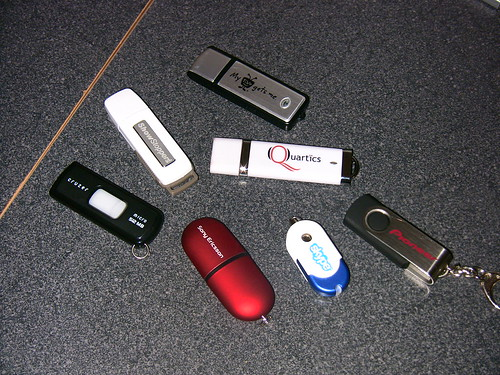 stuxnet worm spreads via thumb drives