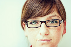 Bigi, with glasses (frischmilch) Tags: portrait woman smile face female deutschland glasses expression agency freckles bigi antwerpes doccheck