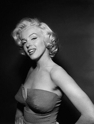 Marilyn Monroe by razzmatazzle.
