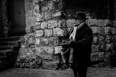 Portrait de rue#17 (Olivier DESMET) Tags: candid lesgens noirblanc street monochrome olivierdesmet streetphoto nb blackandwhite bw photosderue portraitderue portrait ricohgr ricoh gr 28mm