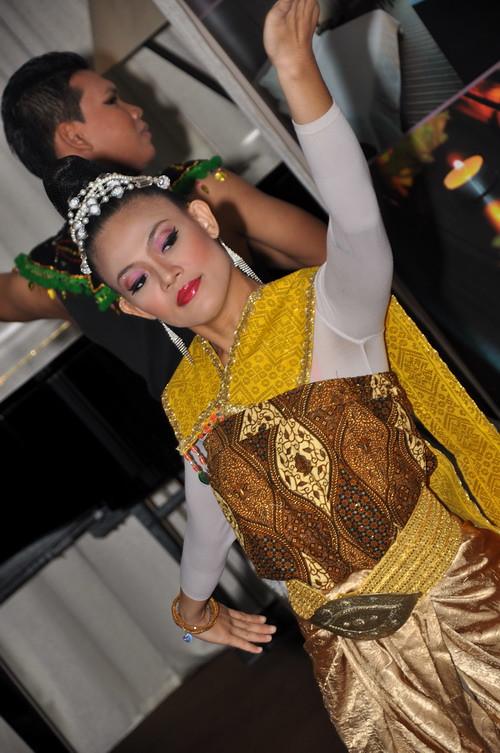 Thai dance 4