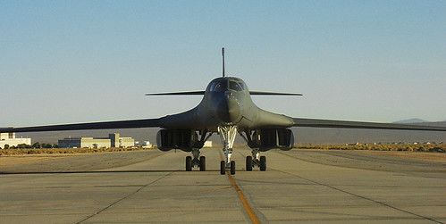 Airplane picture - B-1 idling