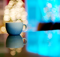 A cup of bokeh (*Cinnamon) Tags: coffee yum bokeh ha anditproducesalovelybokeh itssbsserenaorganiccoffee levelandtap