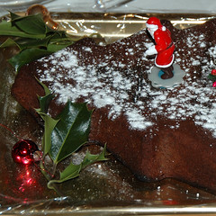 Xmas menu  6 - Chocolate cake (jmvnoos in Paris) Tags: christmas xmas food paris france cake square french cuisine nikon chocolate d200 nol chocolat gateau xmad jmvnoos