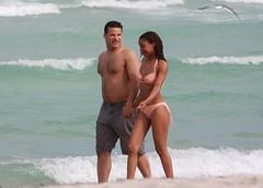 Couple Walking at the beach, South Miami Beach (Ricardo Carreon) Tags: boy people woman usa man praia beach girl topv2222 mujer miami topv1111 mulher topv999 playa bikini topv777 fl topv11111 topv666 homem southbeach hombre sobe biquini