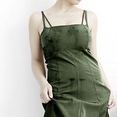 Tutto torna (mickiky) Tags: selfportrait verde green me myself dress hole body rip autoritratto buco corpo abito frayed threadbare vestito squarcio consumato logoro