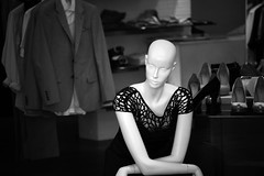 mannequin, Trinity Street shop (Erich Kesse) Tags: cambridge mannequin unitedkingdom clothingstore clothingshop cambridgeshireengland