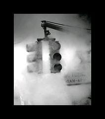 feux_circulation (Raphael5) Tags: light white black fog brume photoquebec lysdor newyorkambient