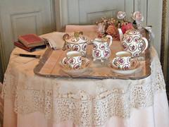 Villa et Jardins Ephrussi de Rothschild (AGA~mum) Tags: tea sculptures villas sevres frenchgardens teateatea ukcotedazur2007 villaetjardinsephrussiderothschild culturespaces cotedazurvacation2007