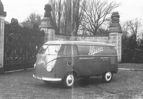 "HZ-56648 Volkswagen Transporter bestelwagen 1951/1952 ""Bloemenmagazijn Alpina - Den-Haag"" • <a style=""font-size:0.8em;"" href=""http://www.flickr.com/photos/33170035@N02/32805313455/"" target=""_blank"">View on Flickr</a>"