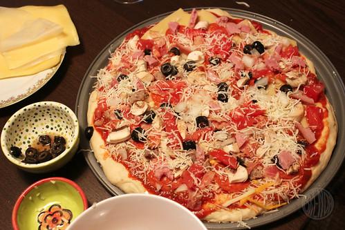 Keren's garlicy overtopped pizza